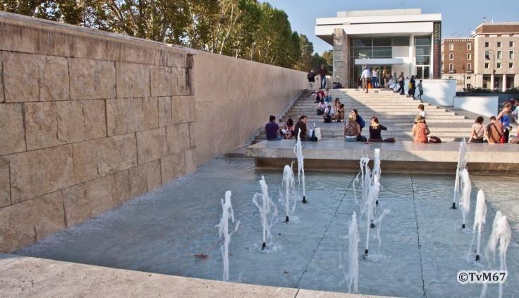 Voorplein met fontein -Ara-Pacis