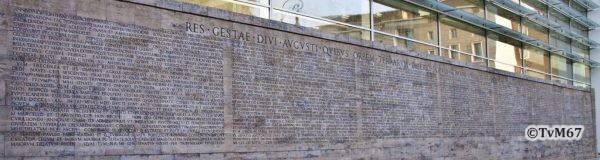 Res Gestæ Divi Augusti (buitenmuur van het museum)