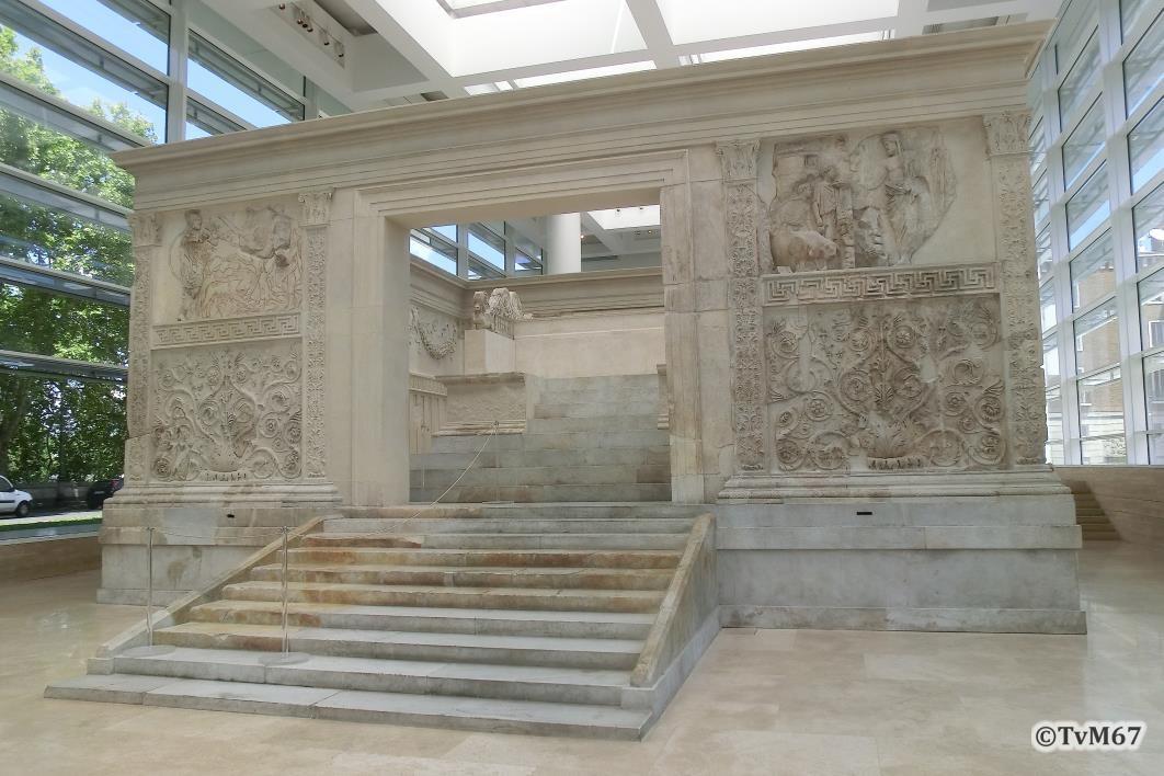 Voorzijde, met linksboven de Lupercalia en rechtsboven het Offer van Æneas
