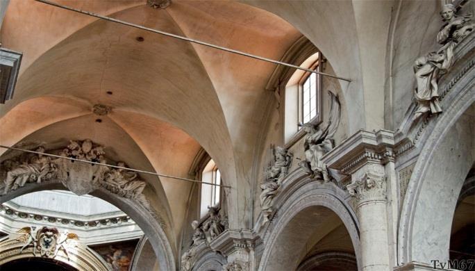 Chiesa di Santa Maria del Popolo - Middenschip, Bernini, beelden op de kroonlijst