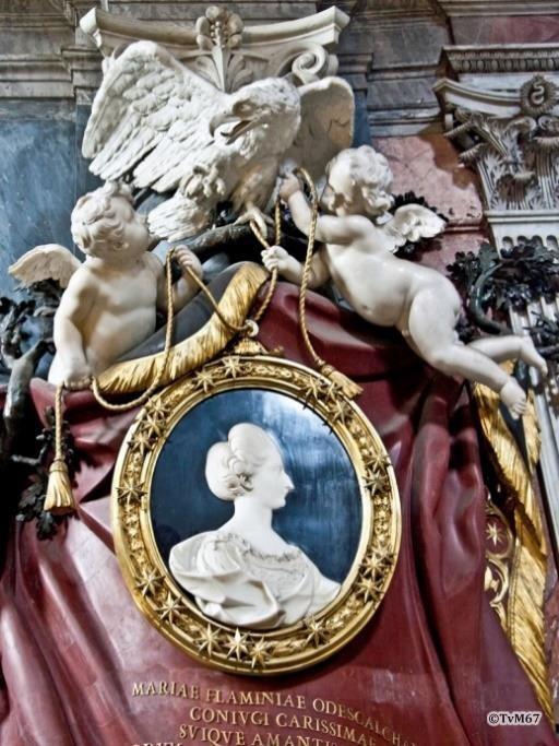 Tussen 1e en 2e kapel links, monument van Maria Odescalchi, details