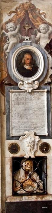 Ingangsgevel links, Monument van Gisleni
