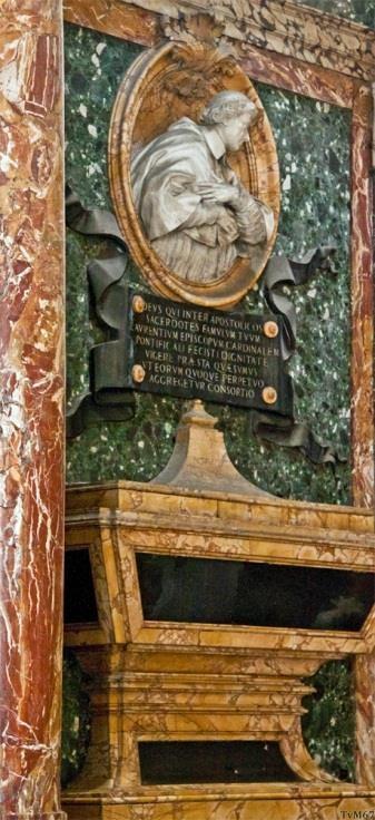 Cappella Cybo, monumenten van de kardinalen Lorenzo Cybo (links)