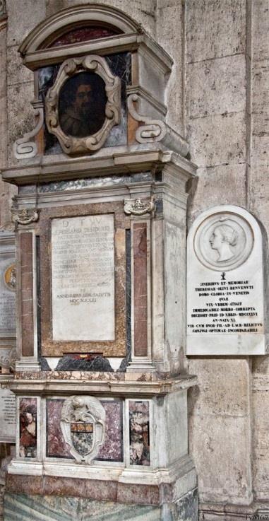 Chiesa di Santa Maria del Popolo-Tussen 3e en 4e kapel rechts, monumenten van Desiderio (links) en Benvenuti (rechts)