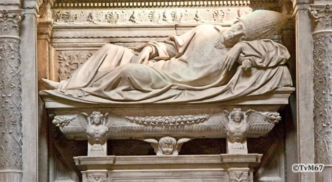 Apsis, Cappella Maggiore, Sansovino, monumenten van Sforza (links) en van Basso della Rovere (rechts)
