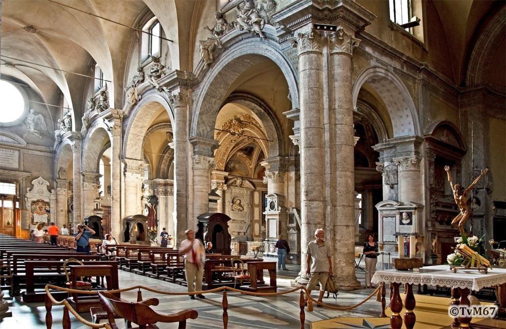 Chiesa di Santa Maria del PopoloMiddenschip, zicht vanaf het altaar naar de ingang