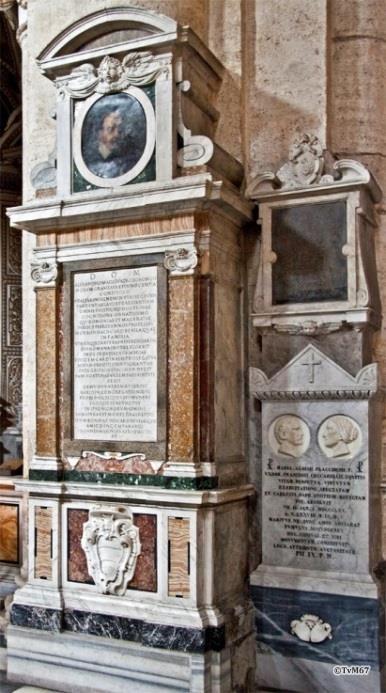 Tussen 3e en 4e kapel links, monumenten van Maggi (links) en Placeteri