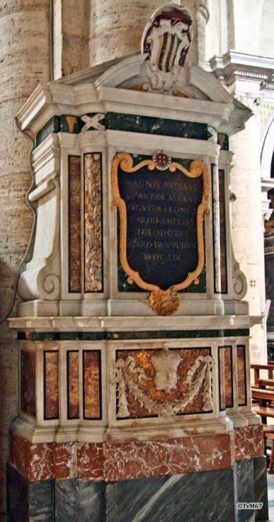 Chiesa di Santa Maria del Popolo- -3e pilaar links, monument van Trivulzio