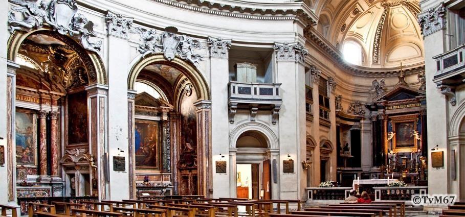Apsis en twee kapellen links