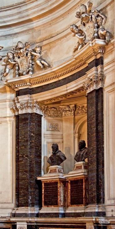 Apsis, pausenbusten - Chiesa-di-St-Maria-di-Montesanto