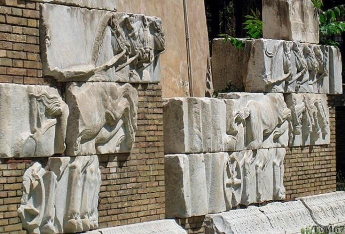 Piazzale Flaminio, voormalig palazzo Caffarelli, resten van een monument voor wagenmenner Publius Aelius Guttae Calpurnianus