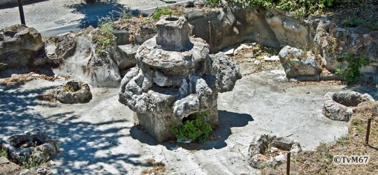 Viale Miciewicz, restanten van een antieke fontein