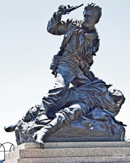 Pincio, Rosa, monument voor de gebroeders Cairoli, detail