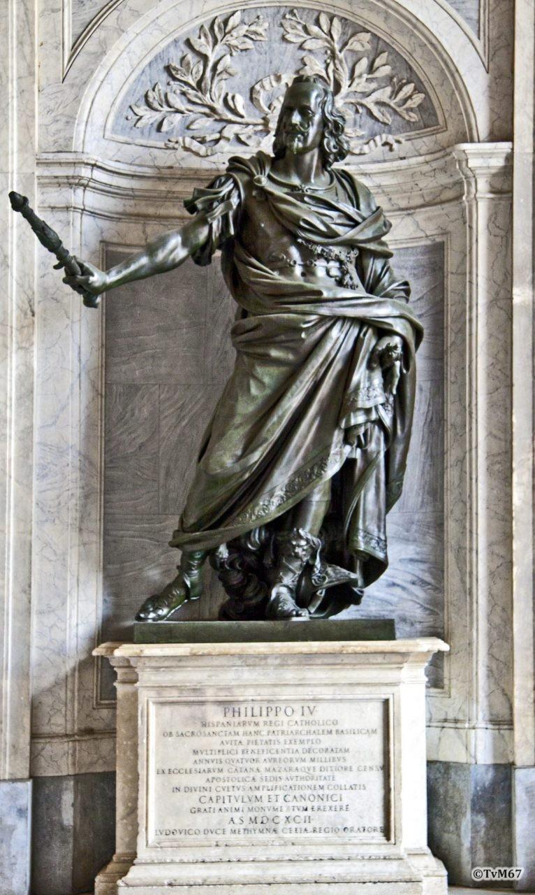 Basilica di Santa Maria Maggiore, Portaal, Beeld Filips IV van Spanje