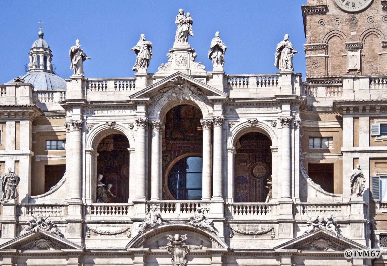 Basilica di Santa Maria Maggiore, Voorgevel, Loggia 1