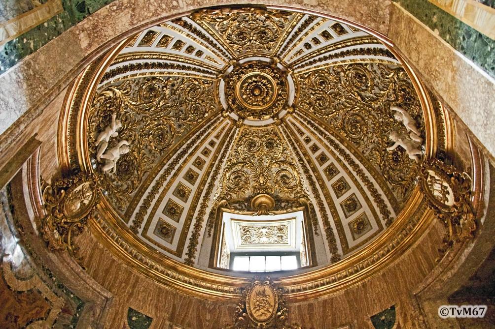 Roma, Chiesa del Gesù, 4e k li, Cap del Crocifisso, Koepel, 2011