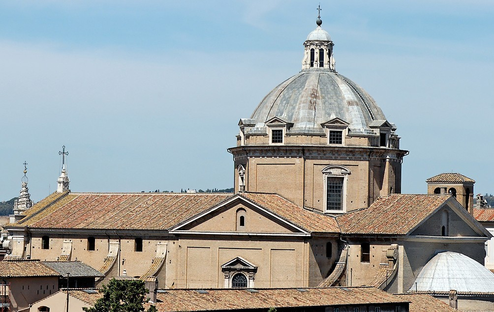Roma, Chiesa del Gesù, Koepel, buitenzijde gezien va Vittoriano (internet) 1