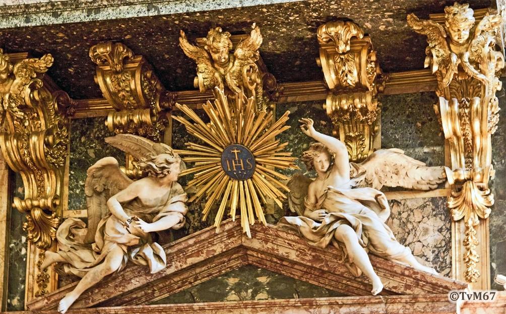 Cappella di Sant'Ignazio, Marati, engelen onder het orgel