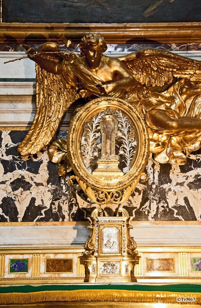 Altare di San Francesco Saverio, relikwiehouder met diens onderarm
