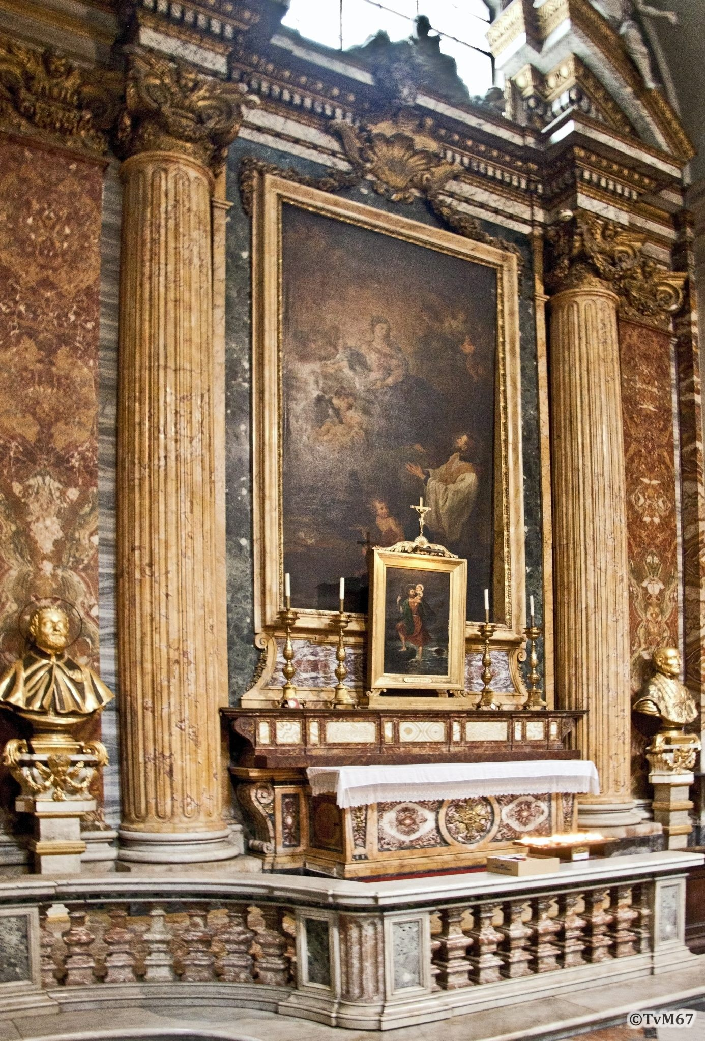 Roma, Chiesa di Sant'Ignazio, 1e k re, Cap Cristoforo, altaar, 2011