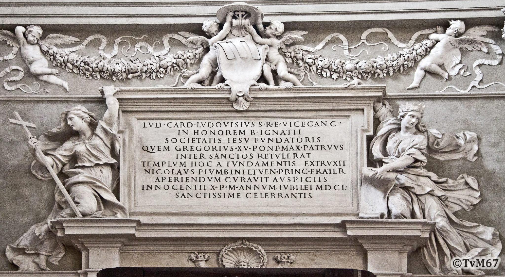 Roma, Chiesa di Sant'Ignazio, Ingangsgevel mi, Wijdingsinscriptie, 2011