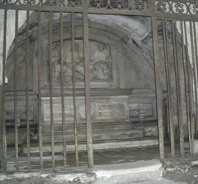 Roma, Chiesa di Santa Maria in Via Lata, Crypte, Fancelli, reliëf met Petrus, Paulus, Lucas en Mattheus (internet)