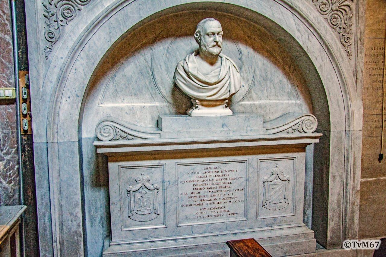 Cappella dei Santi Caterina e Ciraco, monument voor Joseph Bonaparte