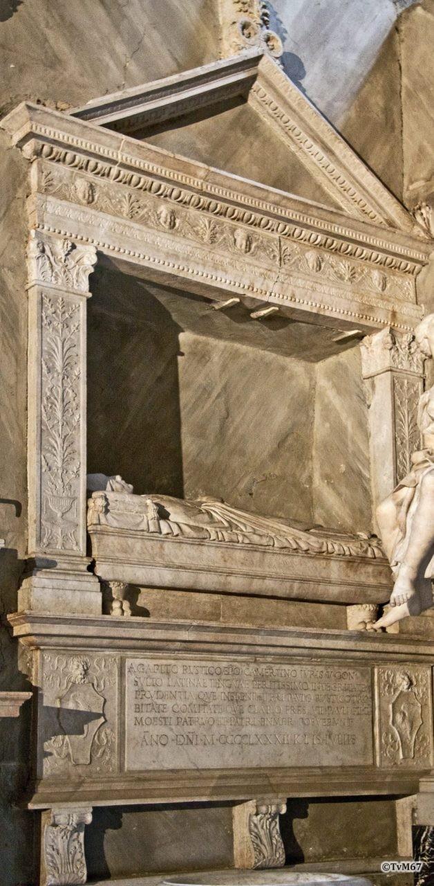 Vestibolo, Monument voor Agapito en Paolo Rustico