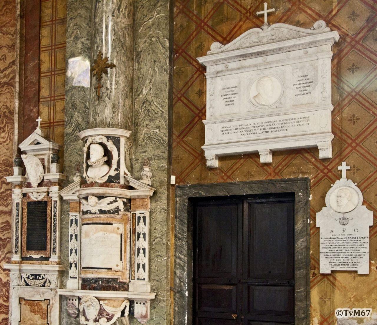 Roma, Chiesa di Santa Maria sopra Minerva, Antico ingresso laterale