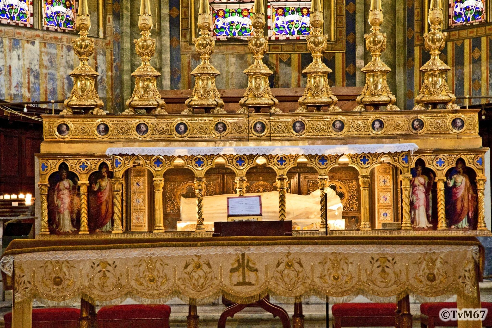 Roma, Chiesa di Santa Maria sopra Minerva, Apsis, altaar, graf Caterina van Siena 1, HDR, 2011