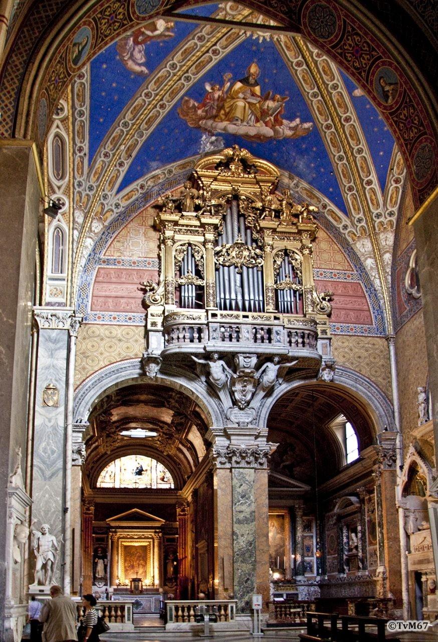 Roma, Chiesa di Santa Maria sopra Minerva, trans re, voorzijde met orgel, 2009