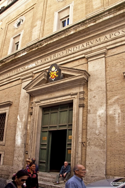 Roma, Oratorio di San Francesco Saverio, Geveldetail