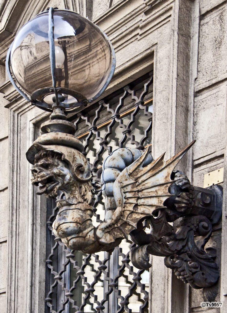 Roma, Palazzo Cenci-Bolognetti, Buitenlamp,