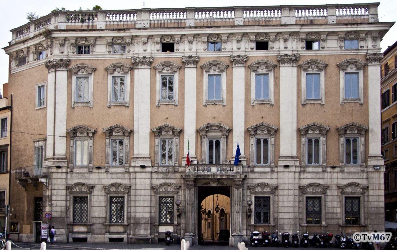 Roma, Palazzo Cenci-Bolognetti (Petroni), gevel