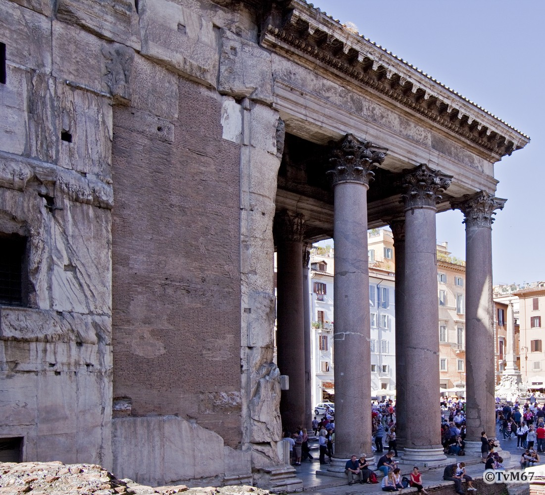 Roma, Pantheon, Zijgevel li, 2009