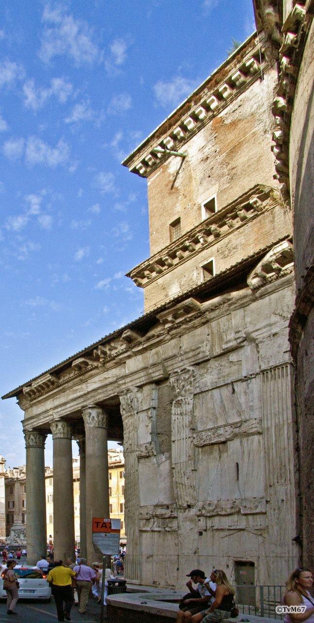 Roma, Pantheon, Zijgevel re, 2009