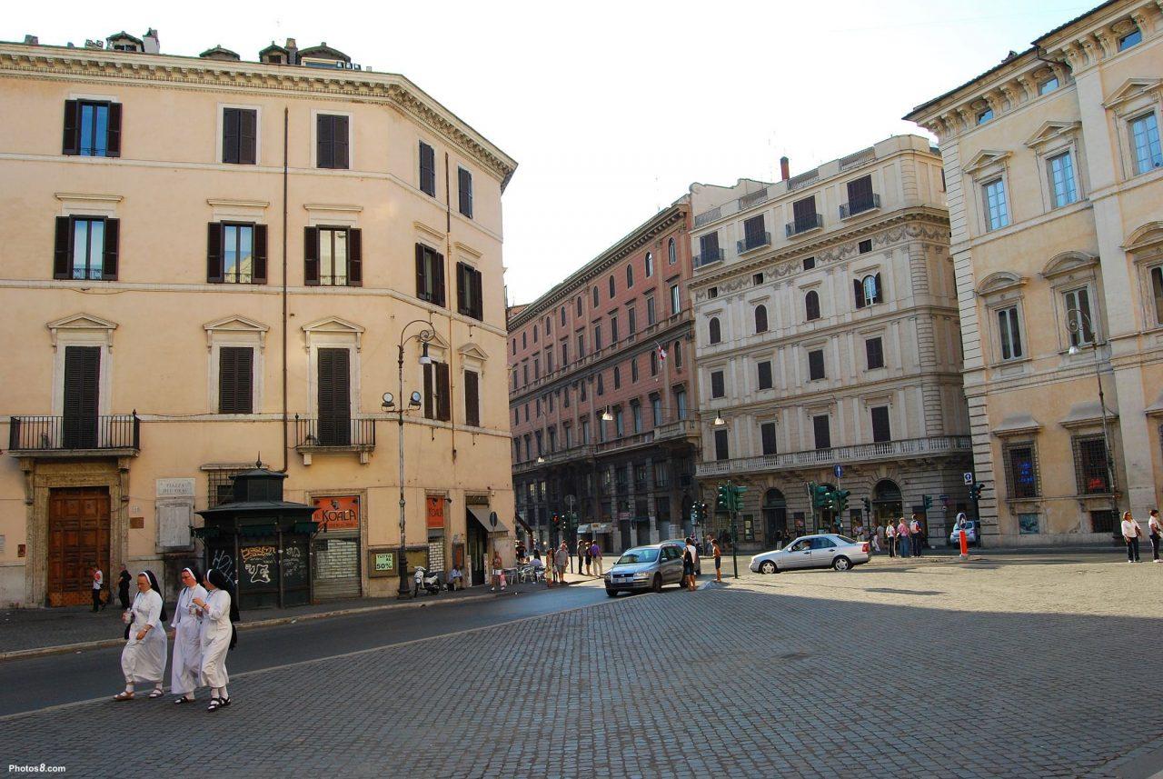 Corso Vittorio Emanuele II, gezien van de Piazza del Gesù (internet)