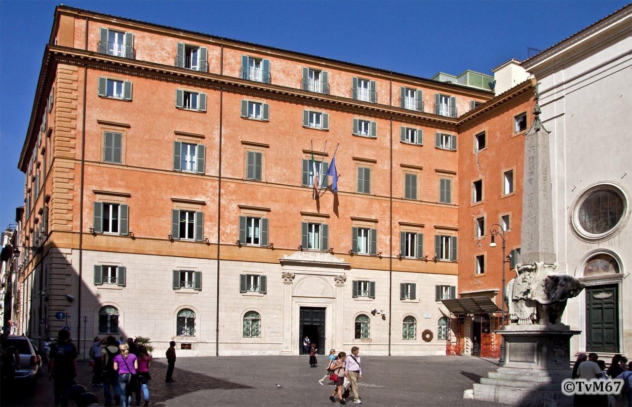 Roma, Piazza della Minerva met Dominicaner klooster, 2009
