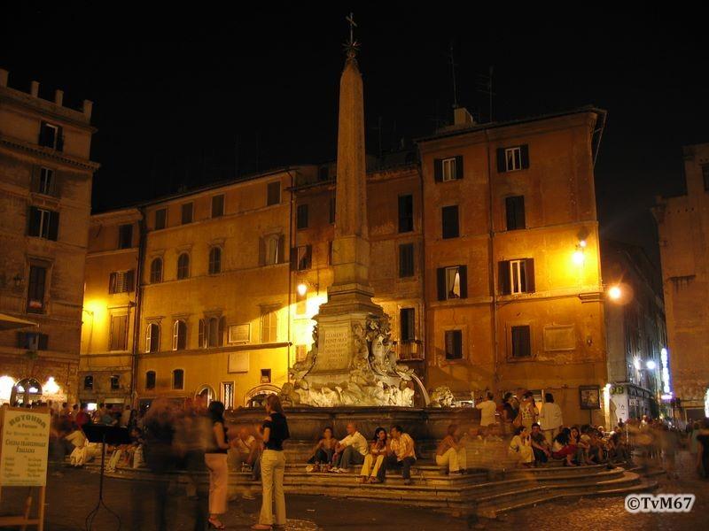 Roma, Piazza della Rotonda, Fontein bij nacht*
